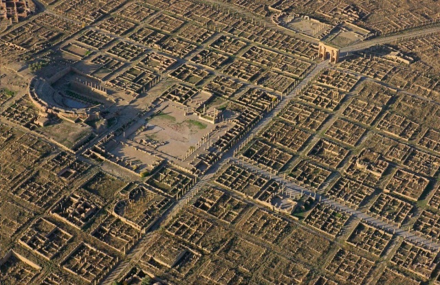 A spectacular aerial view of the expansive ruins of the #Roman military colony of Timgad (Batna), Algeria
